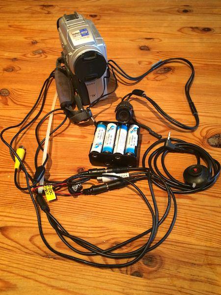 Bulletcam mit Camcorder, Batteriepack, Mikrofon und Fernbedienung