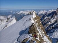 Auf dem Nordwestgrat mit Blick zurück zum Hugi-Sattel