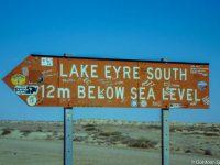 Am Lake Eyre