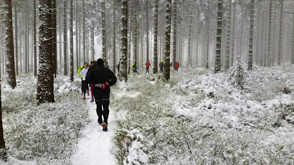 Trailrun in der verschneiten Eifel