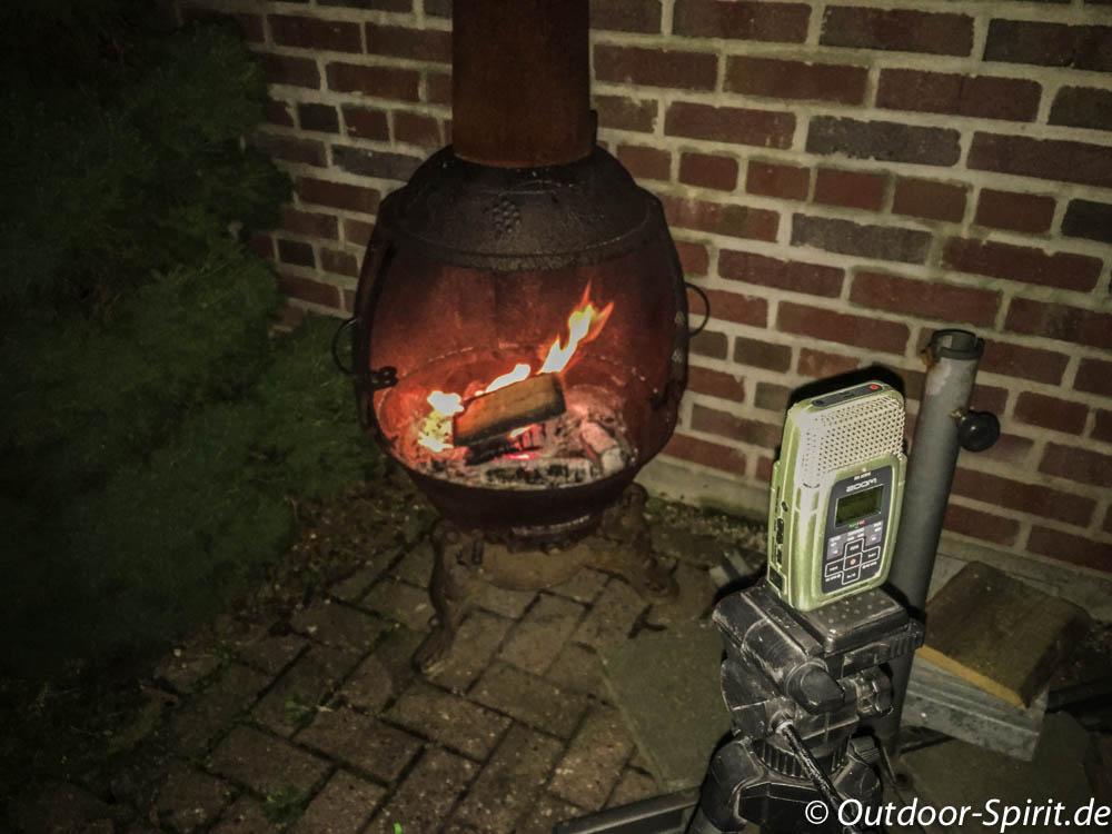 Gemütlich am Feuer schwatzen