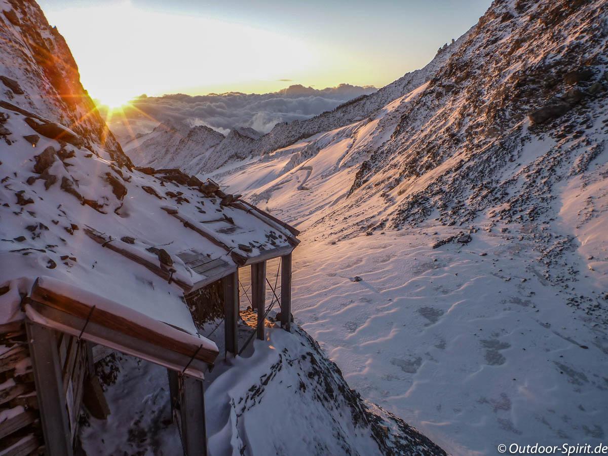 Sonnenaufgang an der Oberaarjochhütte (Foto: Burkhard Rose)