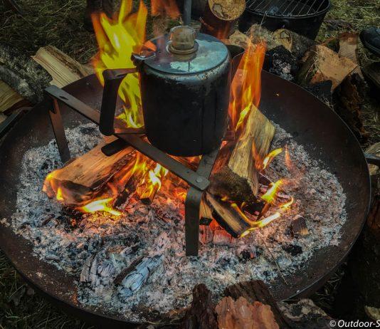 Frischer Kaffee vom Feuer