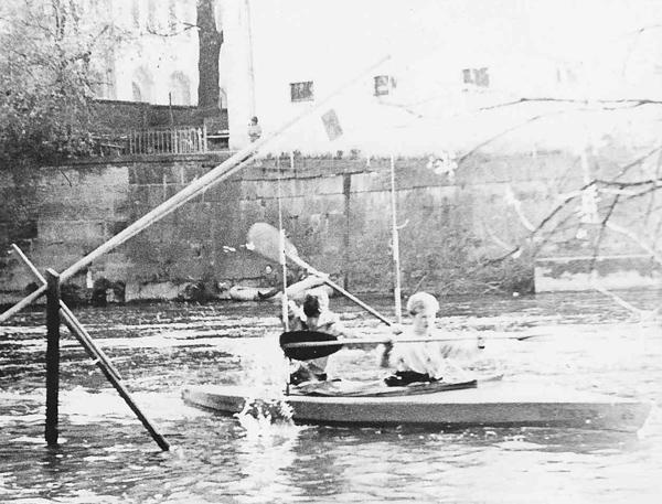 Slalom im Faltboot