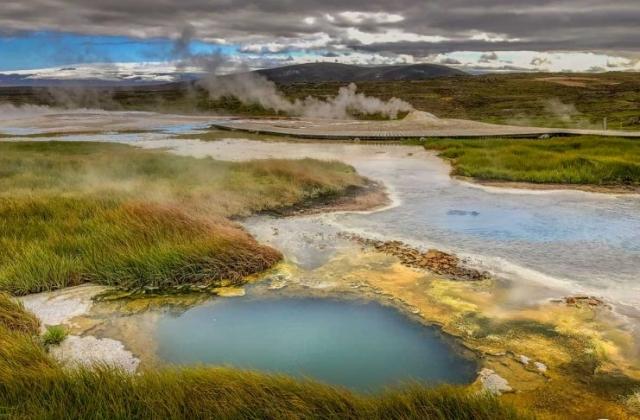Hveravellir blue geothermal pool