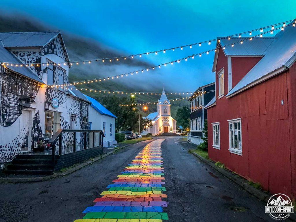 Seyðisfjörður am Abend