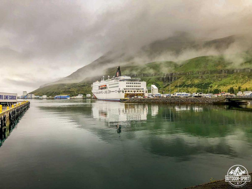 Die Norröna im Hafen